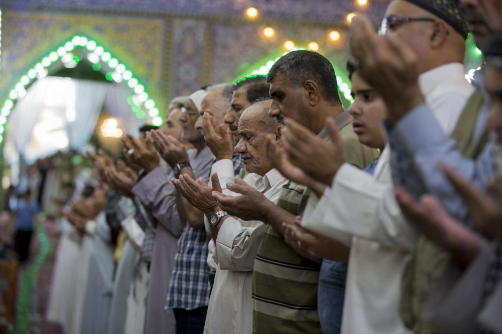مراسم نماز عید فطر در حرم نورانی قمر بنی هاشم(ع)