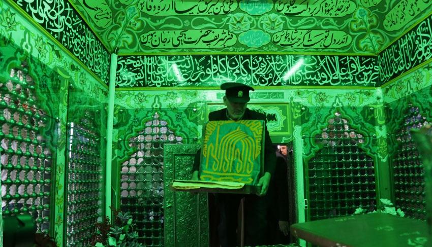 غبار روبی امامزاده یحیی سمنان