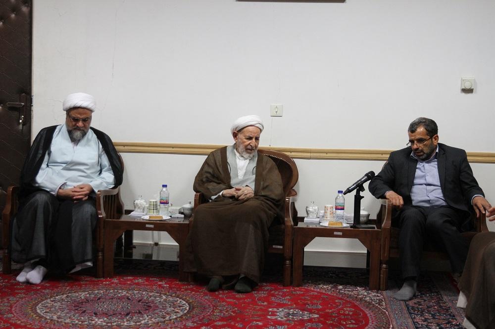 آیت الله محمد یزدی در دیدار با مدیر و اعضای ستاد اقامه نماز قم و فعالین نماز استان