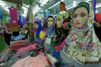 نهاد اسلامی در مالزی خواستار احترام به «حق حجاب زنان» در محل کار شد