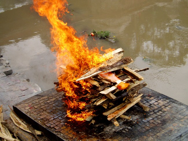 پلیس هند جسد مسلمان گمشده را سوزاند!