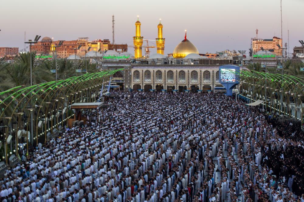 اقامه نماز عید قربان با حضور میلیونی زائرین در بین الحرمین کربلا