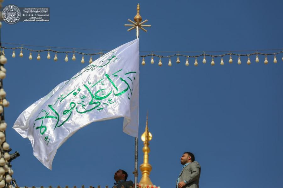 به مناسبت عید ولایت پرچم گنبد حرم امیر المؤمنین (علیه السلام) تعویض شد