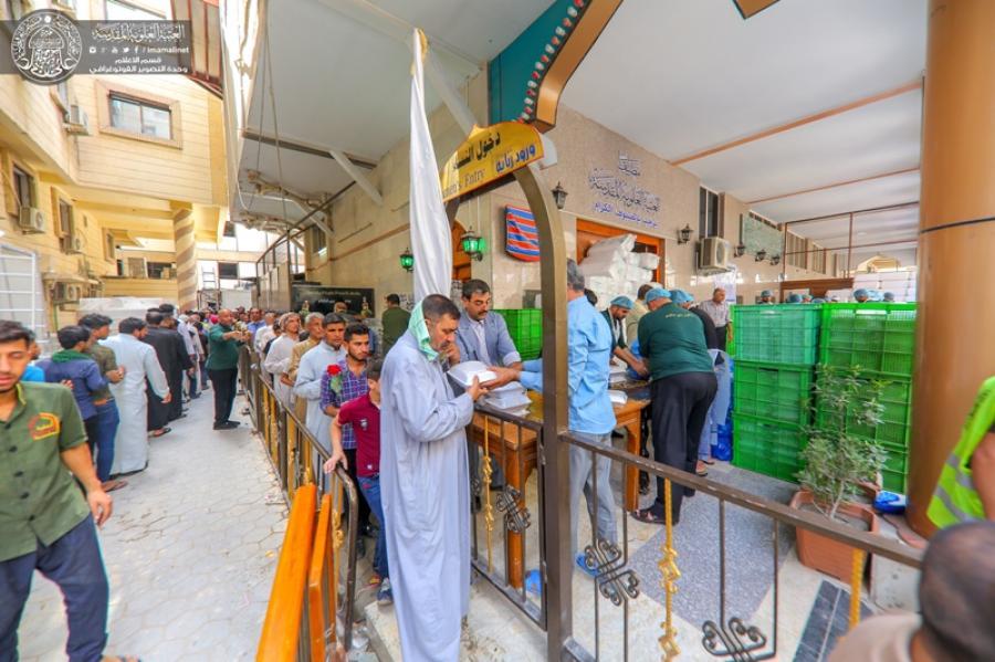 توزیع هزاران بسته غذایی بین زائرین حرم امیرالمؤمنین(ع)