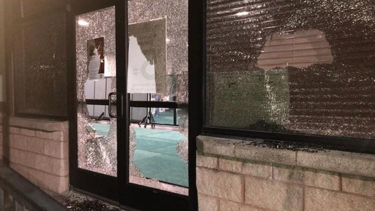 حمله به مسجد، شکستن شیشه ها و تخریب اموال مسجد در آستین تگزاس