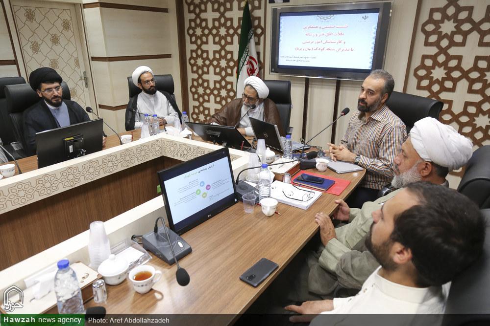 تصاویر/ نشست فعالان حوزوی عرصه رسانه با مدیر شبکه  کودک و نوجوان در قم