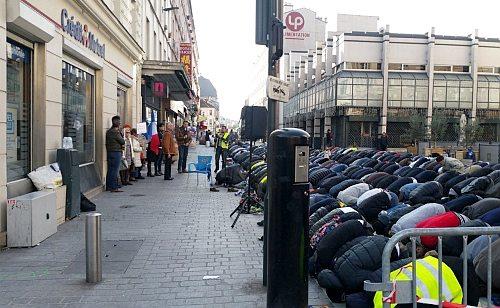 جریمه سنگین جامعه اسلامی پاریس به خاطر اقامه نماز جماعت در خیابان