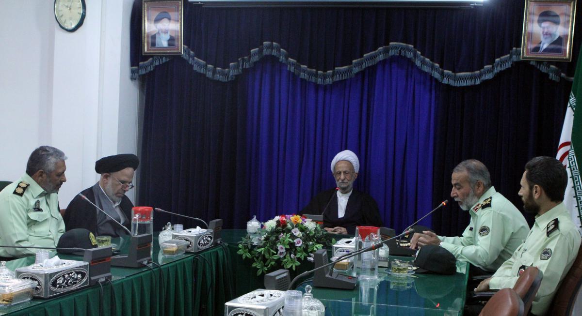 آیت الله مصباح یزدی در دیدار با فرمانده نیروی انتظامی قم