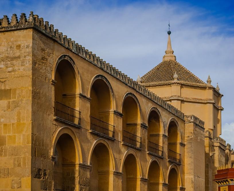 رهبران مذهبی مسجد بزرگ و زیبایی در بارسلونا می سازند