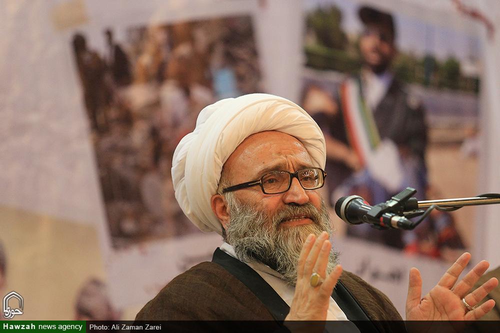 بیداری ملتها در عصر روحالله مرهون قیام ۱۵ خرداد ملت ایران است