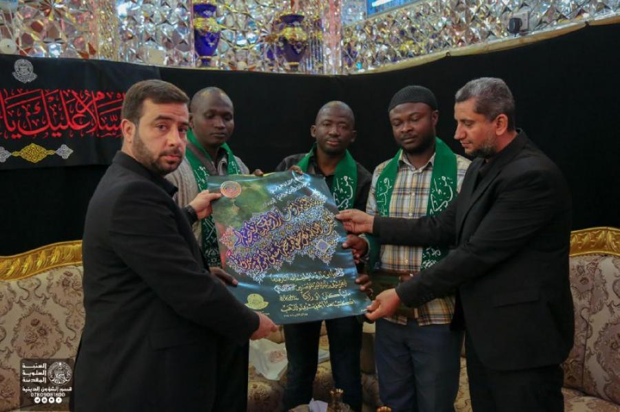 تشرف هیئتی از شیعیان کشور کامرون به زیارت حرم امیر المؤمنین(ع)