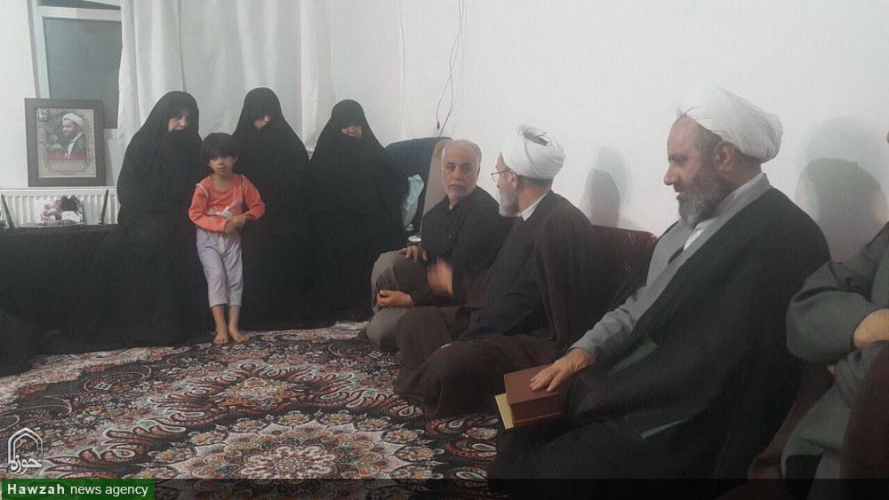 حضور آیت الله اعرافی در منزل شهید مدافع حرم حجت الاسلام دهقانی