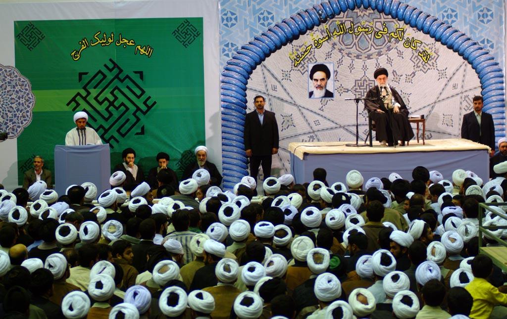 تصاویر/ دیدار علما و روحانیان سمنان با رهبر معظم انقلاب اسلامی در سال ۱۳۸۵