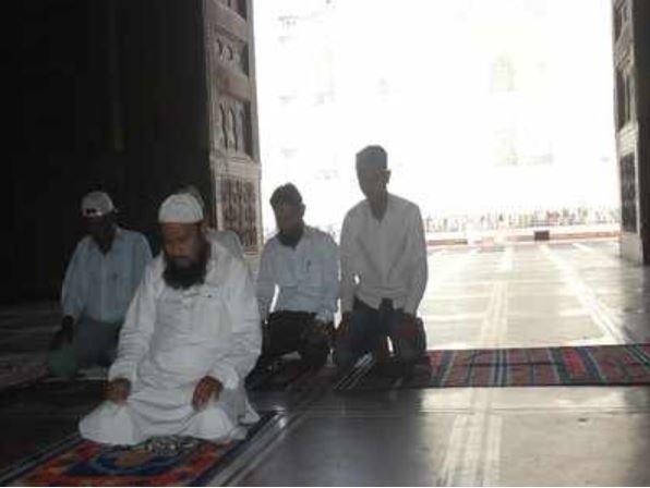 مسلمانان هند قانون منع نماز خواندن در تاج محل را به چالش می کشند