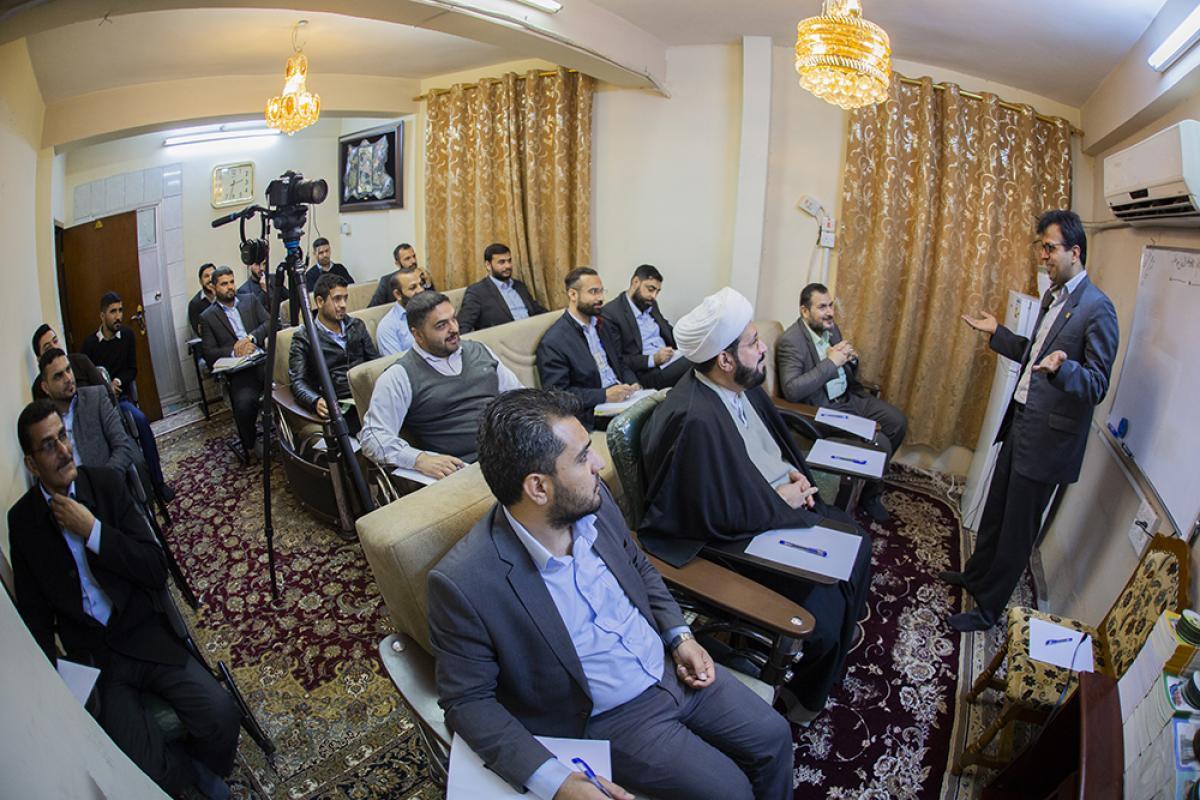 برگزاری دوره آموزش زبان فارسی برای خادمان و مسئولین آستان عباسی