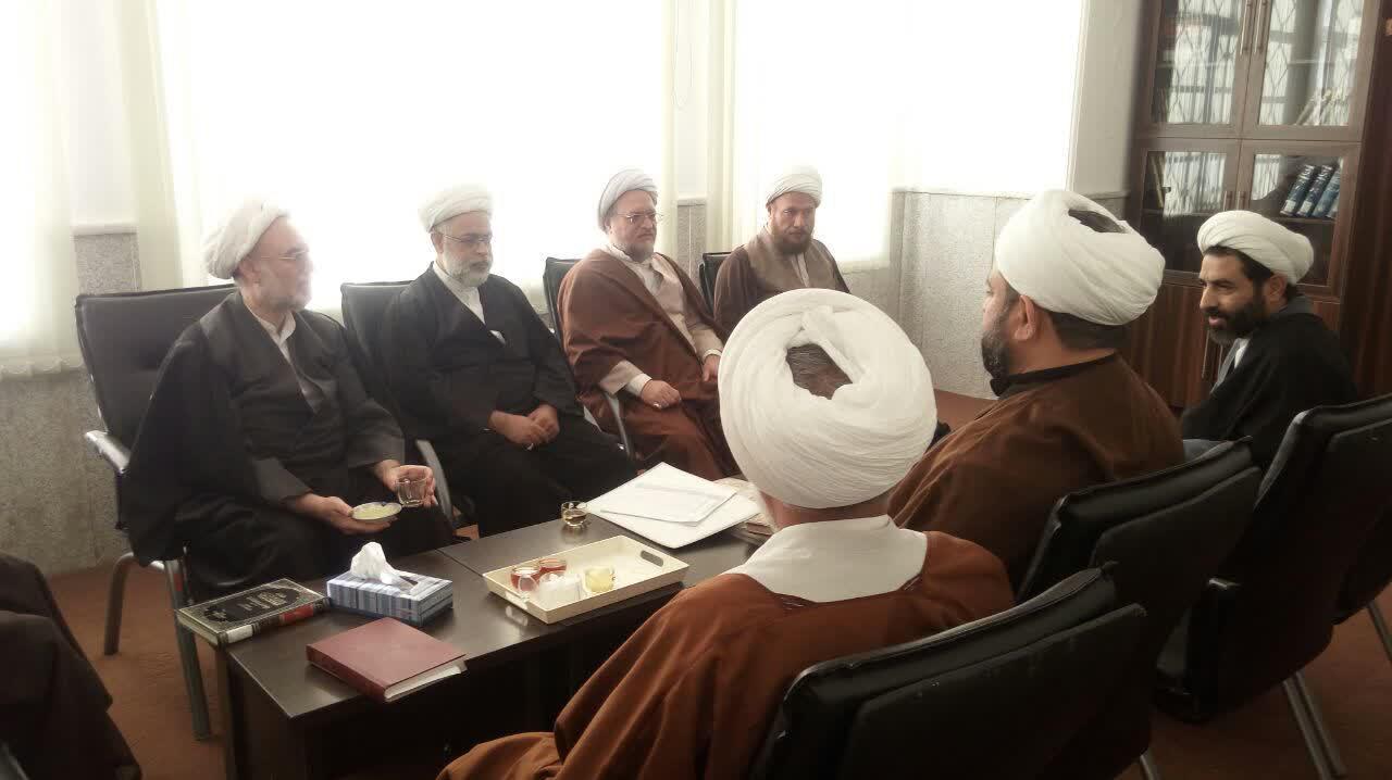 جلسه پژوهشی اساتید مدرسه امام مهدی کرمان