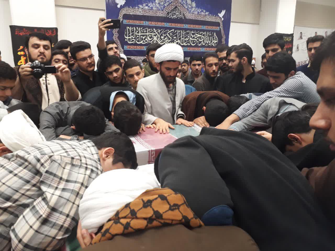 تصاویر/ تشییع دو شهید گمنام در حوزه علمیه رشت