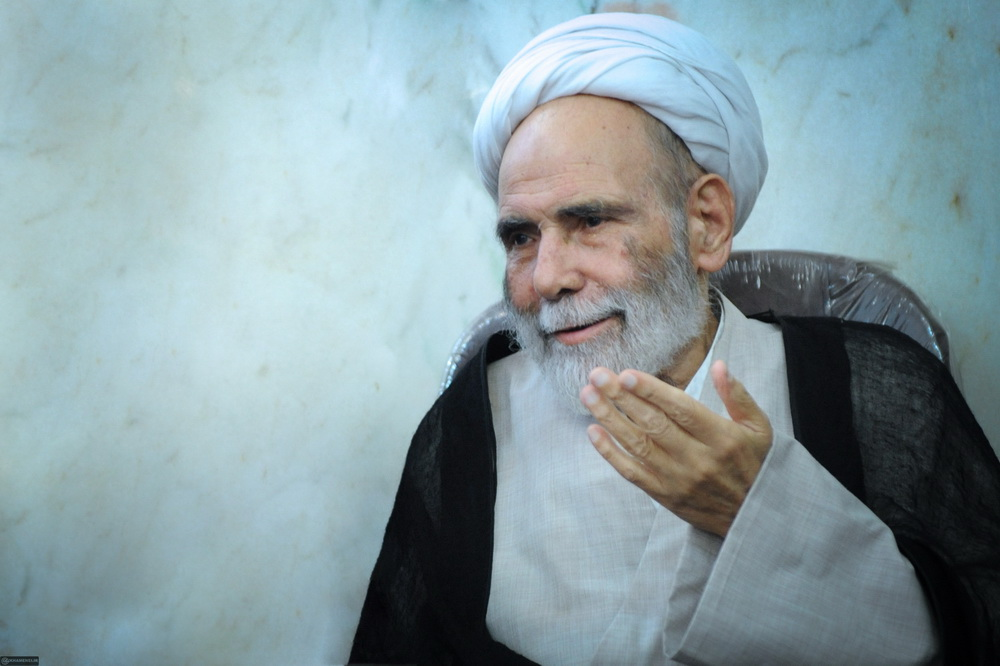 فیلم | مدح امیرالمومنین(ع) توسط آیت الله آقامجتبی تهرانی(ره)
