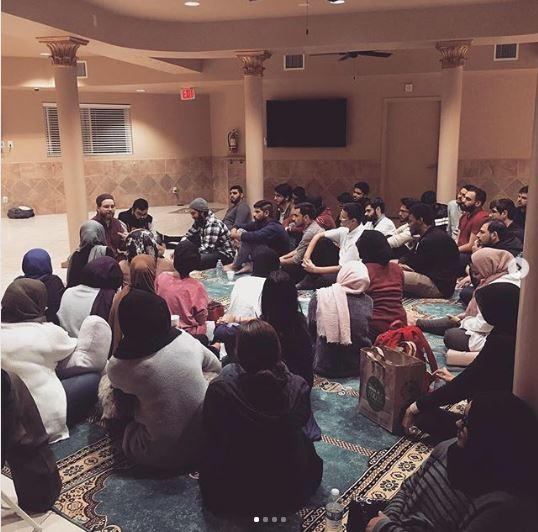 نشست های «چت چایی» در مرکز اسلامی آریزونا، مردم عادی را جذب کرده اند
