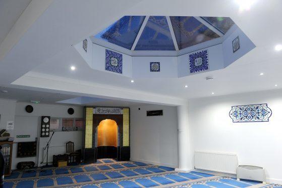جریمه ناچیز برای فردی که تهدید کرد مسجد اسکاتلند را به آتش می کشد