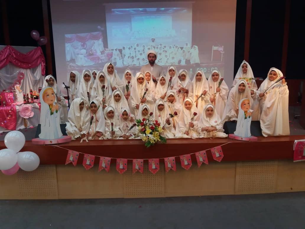 جشن تکلیف دانش آموزان مكلف در سالن آمفي تئاتر مدرسه علميه الزهرا(س) بندرعباس برگزار شد