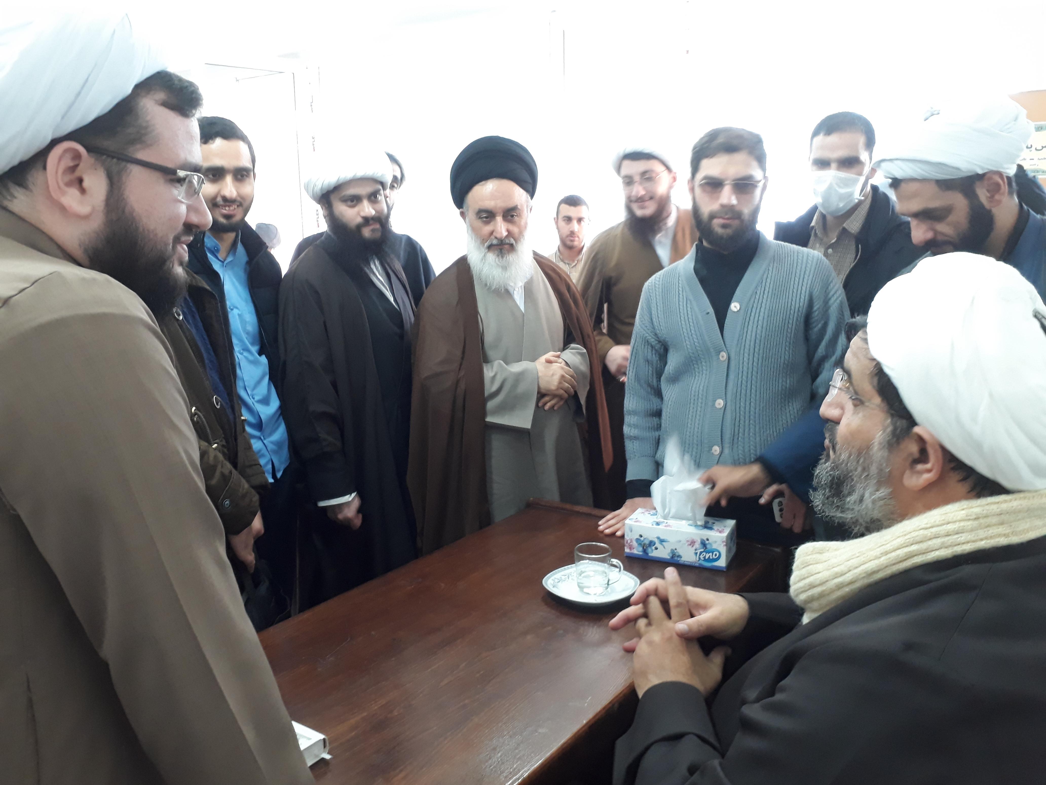 تصاویر/  بازدید مدیر حوزه علمیه گیلان از مدرسه  نائب الصدر رشت