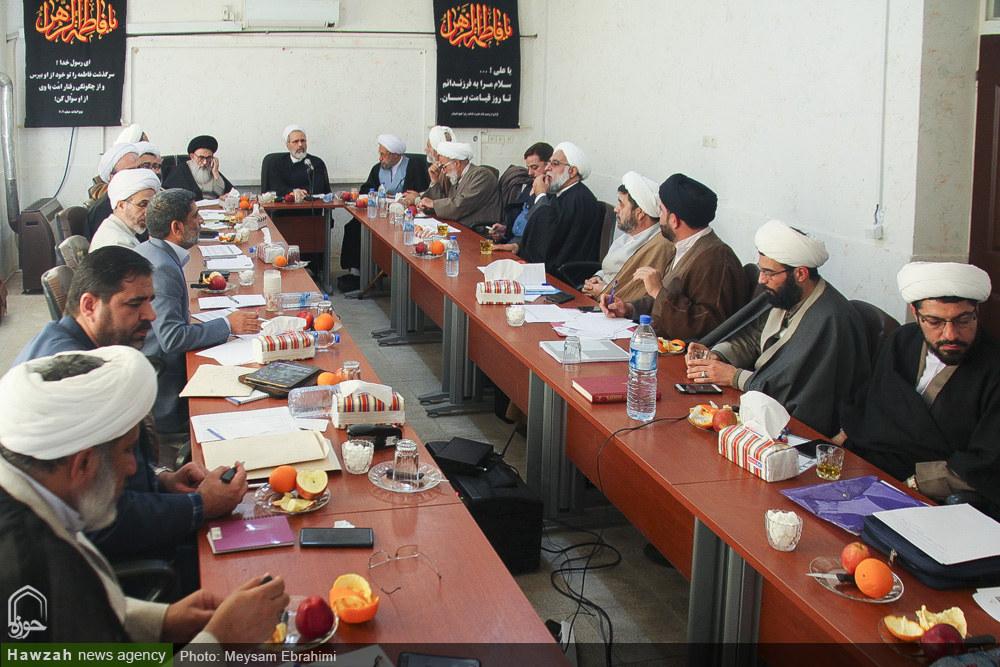 تصاویر/ نشست آیت الله اعرافی با اعضای شورای حوزه علمیه استان فارس