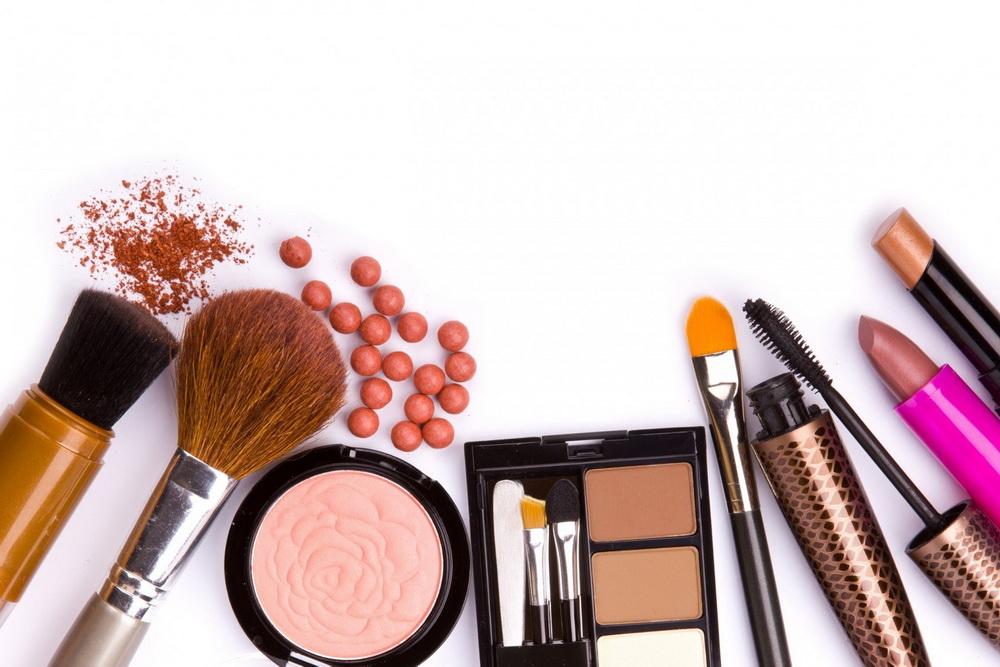ایران جزء سه کشور اول در استفاده از وسایل آرایشی است