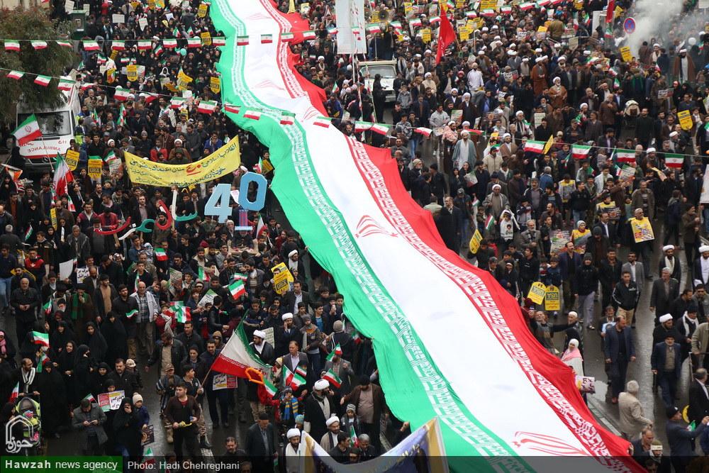 تصاویر/ حاشیه هایی از حضور باشکوه مردم قم در چهلمین راهپیمایی ۲۲بهمن