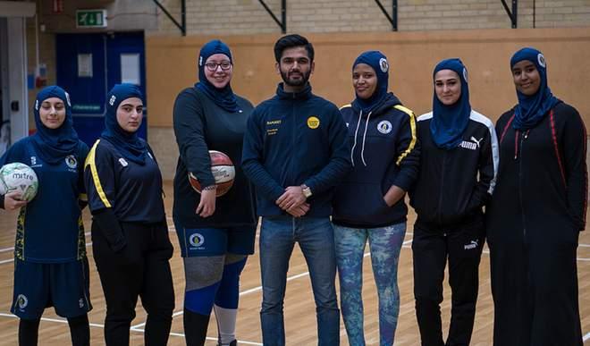 دانشگاه برونل لندن، نخستین حجاب اسلامی برای ورزشکاران را ارائه داد