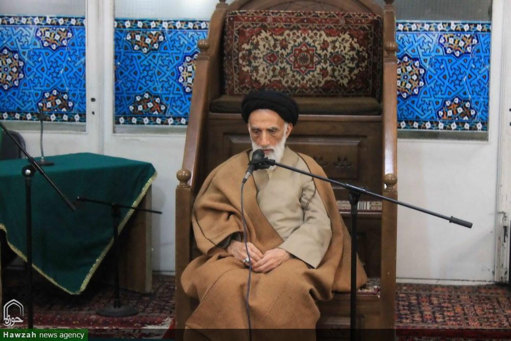 تصاویر/ حضور آیت الله موسوی اصفهانی در جمع دانشجویان معترض به fatf در مسجد جامع همدان