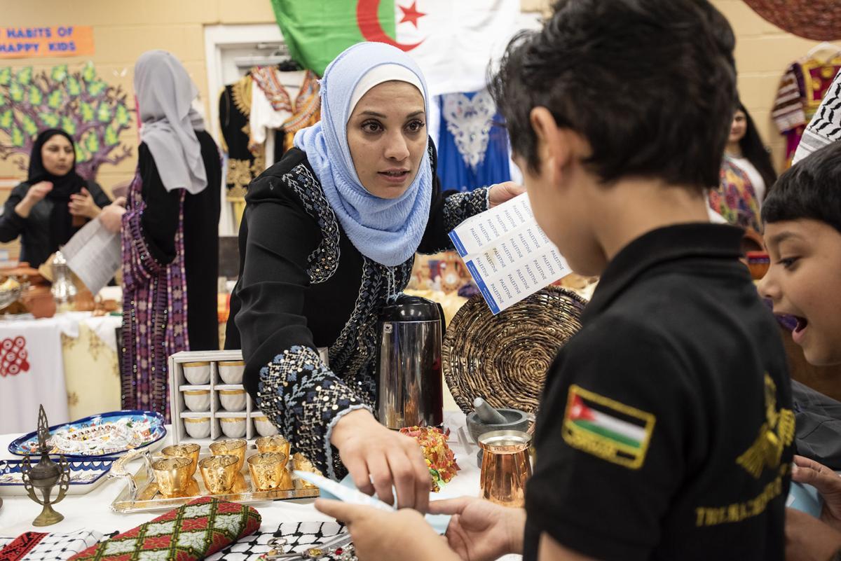 نمایشگاه روز بین الملل در آکادمی اسلامی تگزاس برگزار شد + تصاویر