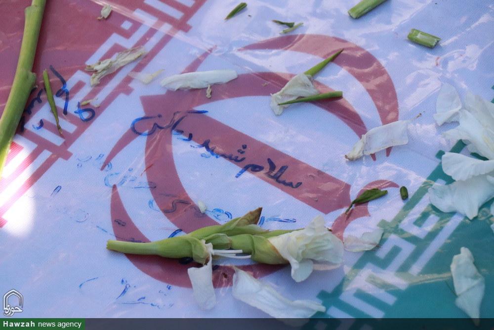تصاویر/ تشییع و تدفین ۲ شهید گمنام در مدرسه علمیه امیرالمومنین(ع) رشت