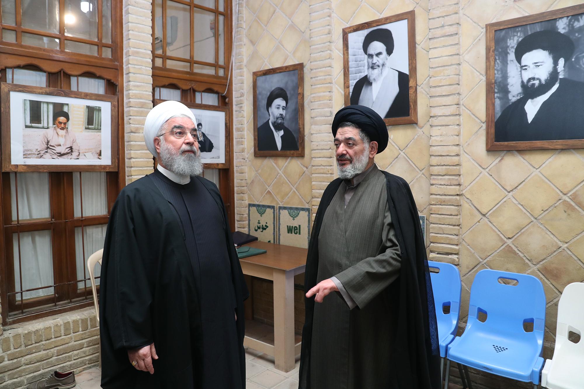 بازدید روحانی از بیت تاریخی امام خمینی(ره) در نجف اشرف
