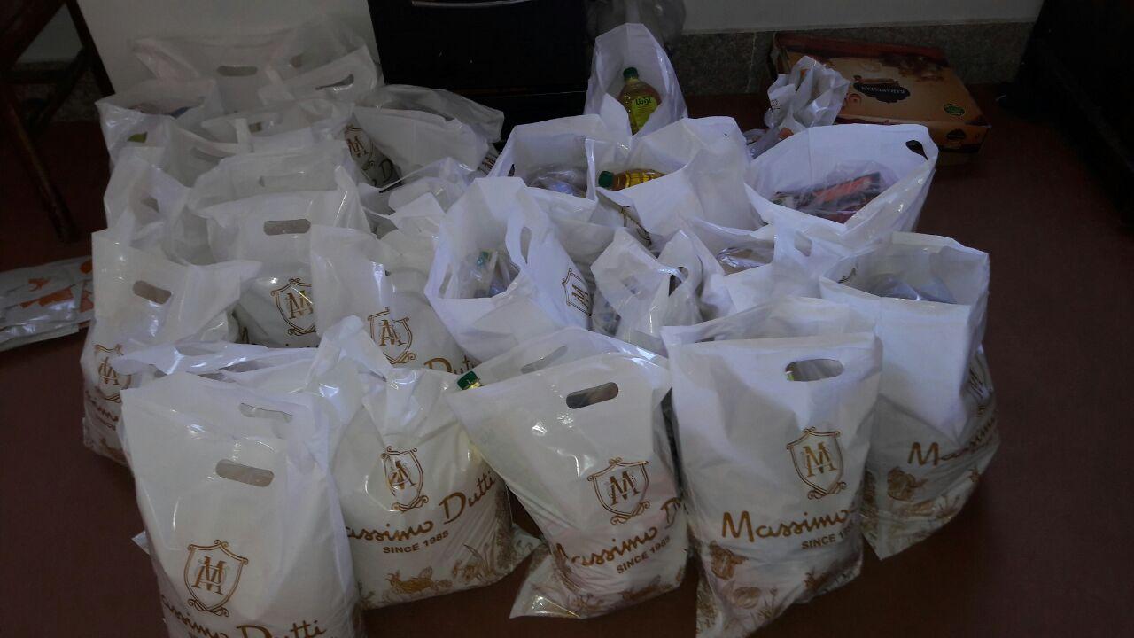 تحویل بستههای عیدانه به خانوارهای محروم پرند