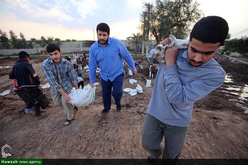 امداد رسانی طلاب مدرسه علمیه ولی عصر(عج) اهواز به روستای سیل زده سید نبی