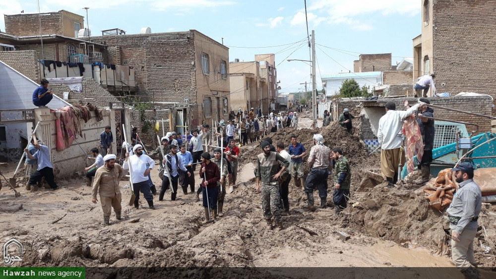 کمک رسانی طلاب و اساتید مدرسه علمیه مروی تهران در شهر  سیل زده پلدختر
