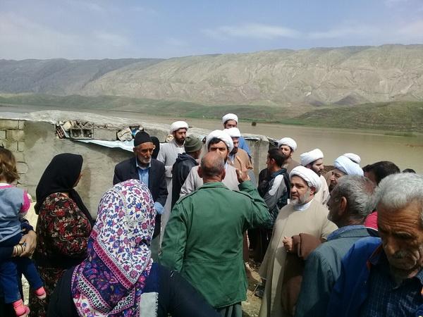 حضور مدیر و معاونان حوزه ایلام به روستای سیل زده چم شیر