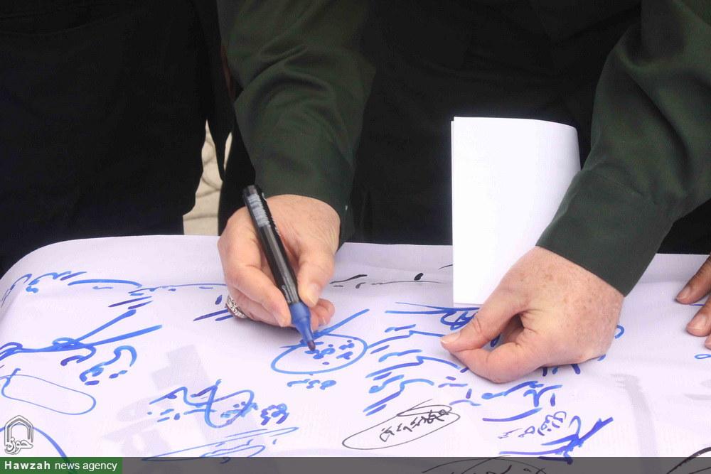 راهپیمایی و امضای طومار توسط نمازگزاران همدانی در حمایت از سپاه پاسداران