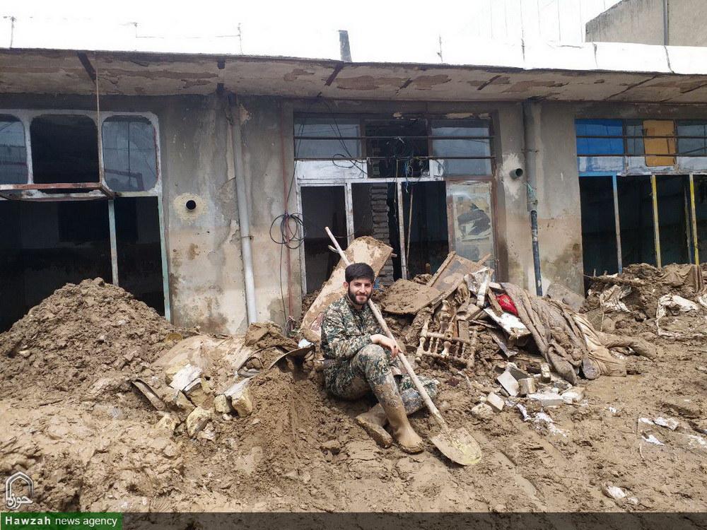 کمک رسانی جمعی از  طلاب همدانی مقیم قم به مردم سیل زده پلدختر