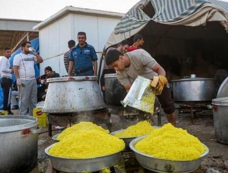 پخت غذا برای سیل زدگان خوزستان