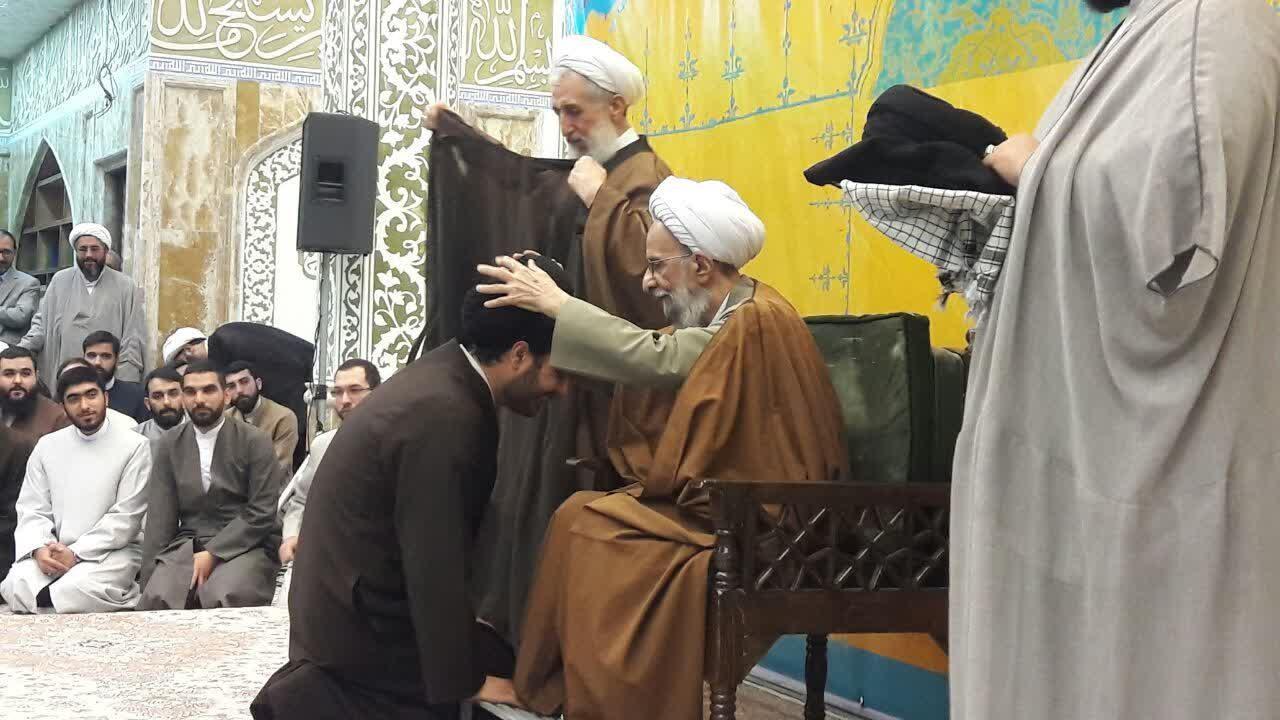 عمامه گذاری طلاب تهران با حضور آیت الله مصباح یزدی