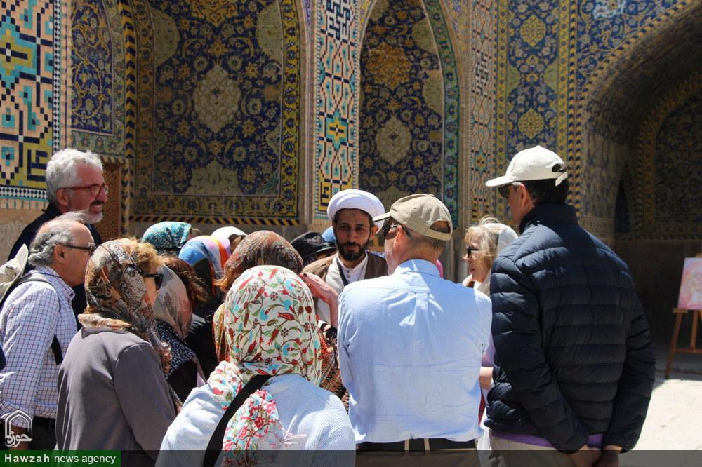 مدرسه علمیه ناصریه اصفهان میزبان توریست ها در روز نیمه شعبان