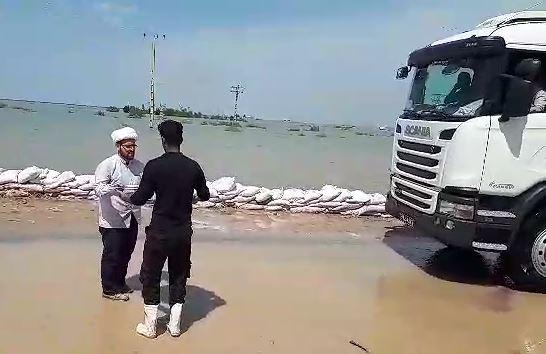 پخش شربت در مناطق سیل زده خوزستان