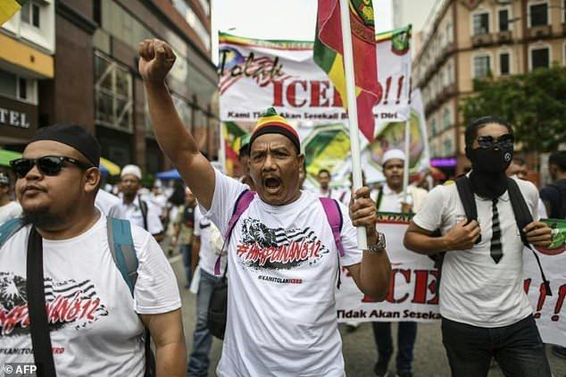 هزاران نفر در مالزی برای دفاع از «حاکمیت اسلام» دست به تظاهرات زدند