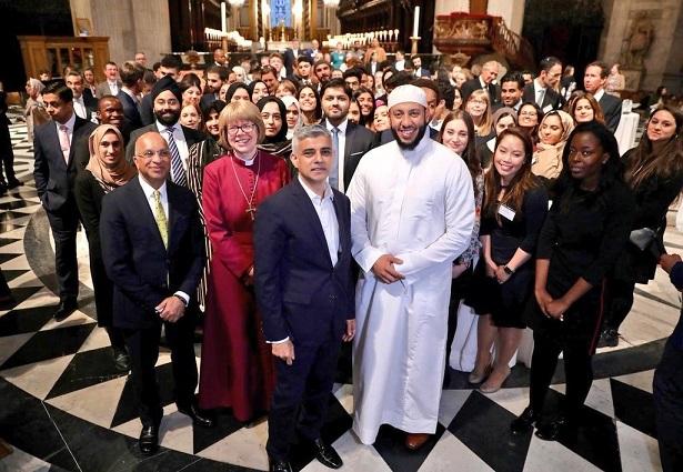 نخستین بار در تاریخ: افطار میان ادیانی در کلیسای جامع سنت پل لندن برگزار شد