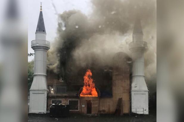 مسجد چند طبقه نیوهیون را در شعله های آتش سوخت