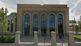 عامل شعارنویسی های نژادپرستانه مسجد پرستون در بیمارستان روانی بستری شد
