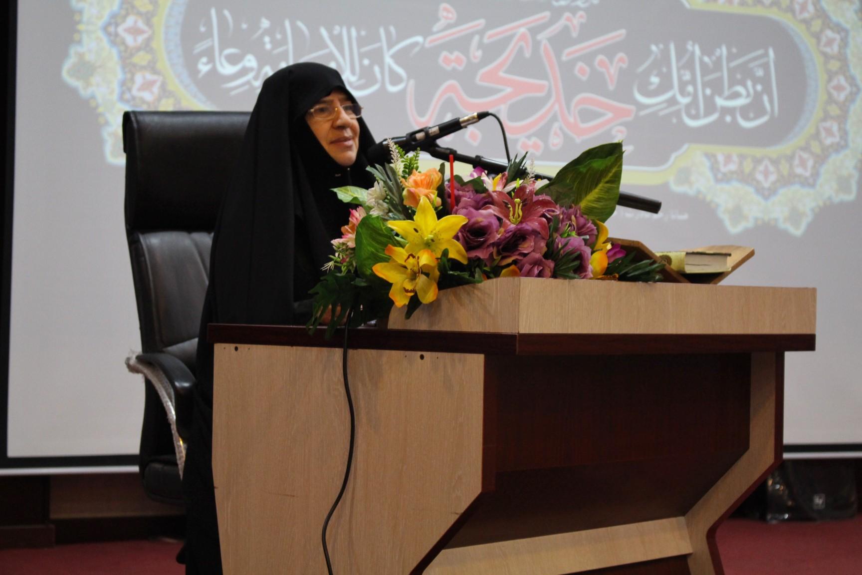 خانم عربی استاد حوزه و دانشگاه