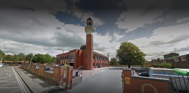 شکستن شیشه و سرقت از مسجد مرکزی آکسفورد